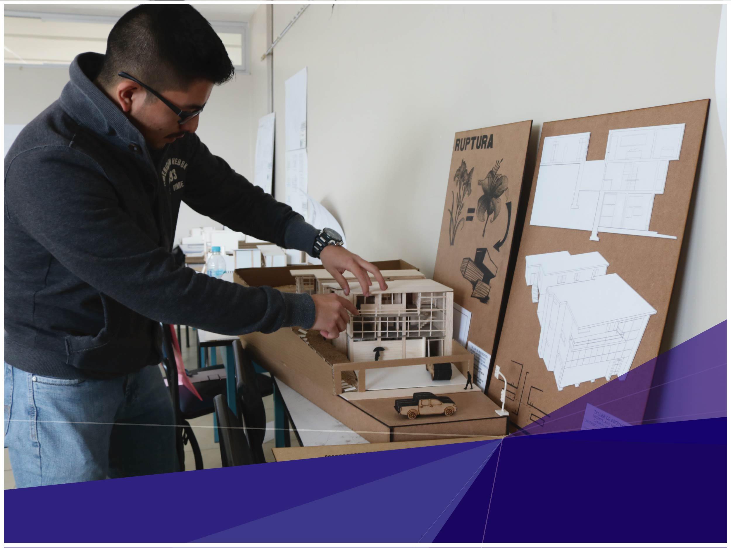 Estudiantes de Arquitectura exponen sus trabajos de fin de semestre y muestran el progreso de aprendizaje en las aulas