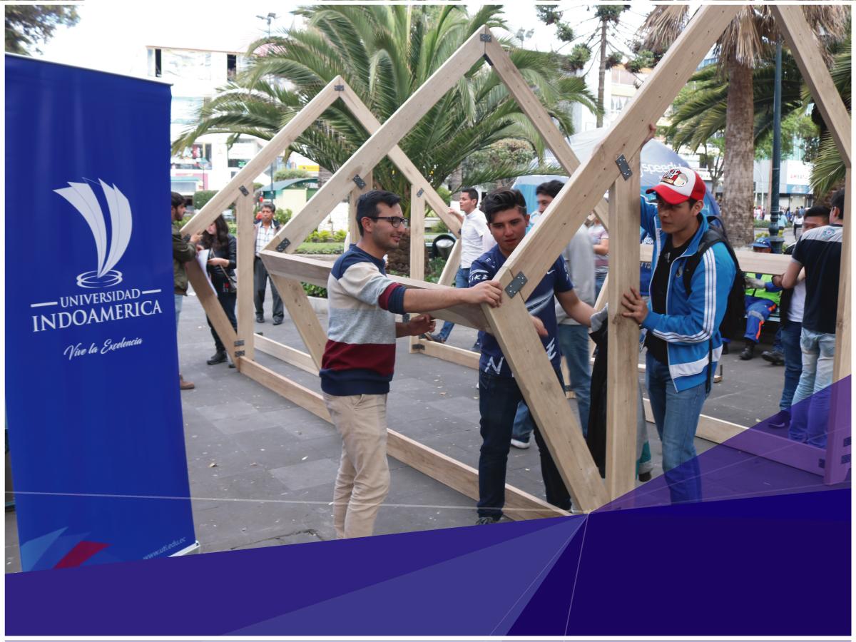 Estudiantes de Arquitectura donaron un módulo de madera a la Municipalidad ambateña como parte de sus prácticas preprofesionales