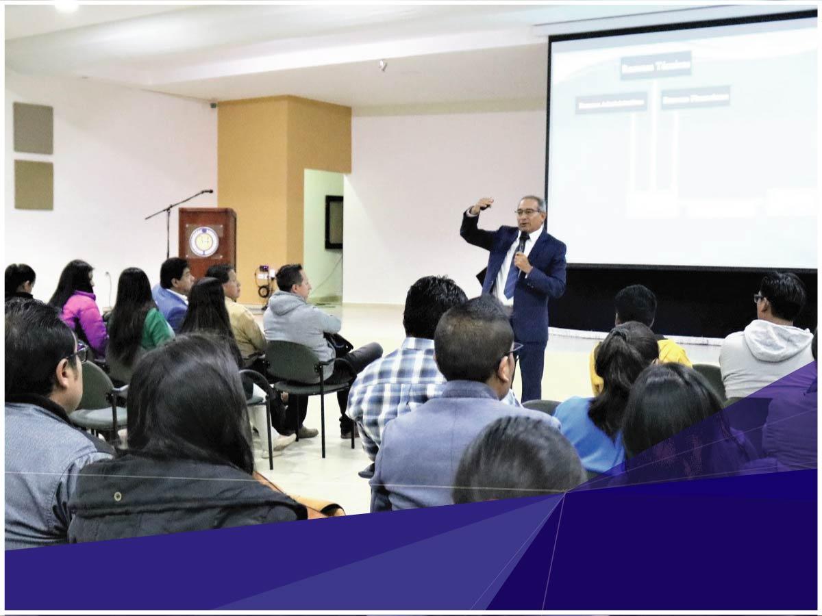 Programas y carreras de posgrado de la Universidad Indoamérica iniciaron la celebración de sus 20 años con la Conferencia del Canciller Saúl Lara Paredes